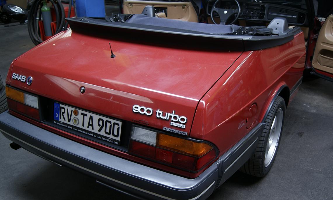 900er Cabrio teilweise poliert.