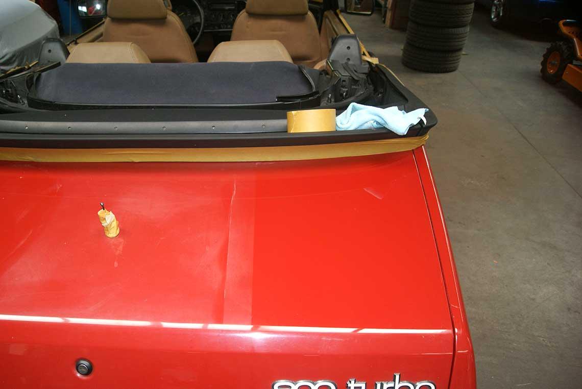 900er-Cabrio, rechts poliert links unbehandelt